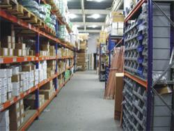 4.000 m2 de talleres y almacenes.
