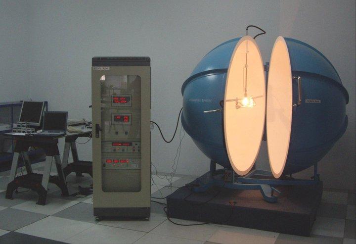 Laboratorio de pruebas eléctricas y lumínicas.
